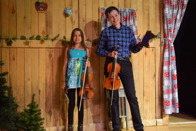 EVA AND ALEC - TWIN FIDDLING